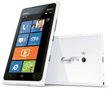 White Nokia Lumia 900